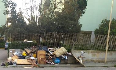 discarica-abusiva-via-liguria380x230.jpeg